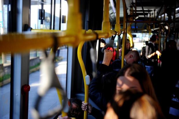 Visate aponta redução de 60,6% em quedas dentro dos ônibus em Caxias Lucas Amorelli/Agencia RBS
