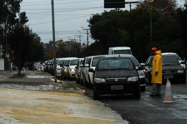 Motoristas formaram filas nos postos de combustíveis nesta sexta em Caxias do Sul Diogo Sallaberry/Agencia RBS