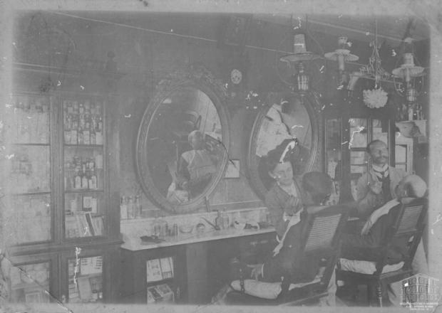 Memória: Barbearia Goyer na Av. Júlio em 1910 Acervo Arquivo Histórico Municipal João Spadari Adami / divulgação/divulgação