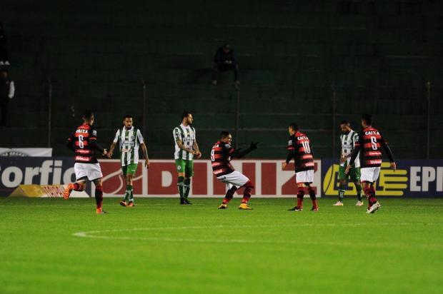 """Zagueiro do Juventude define atuação da equipe contra o Atlético-GO: """"Tomamos uma roda"""" Porthus Junior/Agencia RBS"""