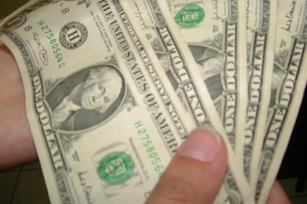 Em agências de câmbio de Caxias, dólar já rompeu a barreira dos R$ 4 Marcos Porto/Ver Descrição