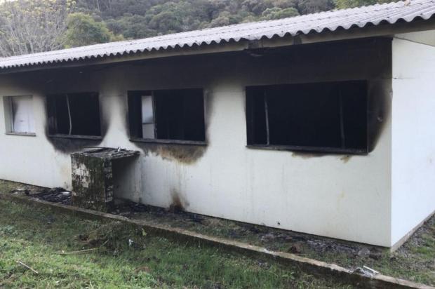 Estrutura que sediaria hospital odontológico pega fogo em Farroupilha João Bordin/Divulgação