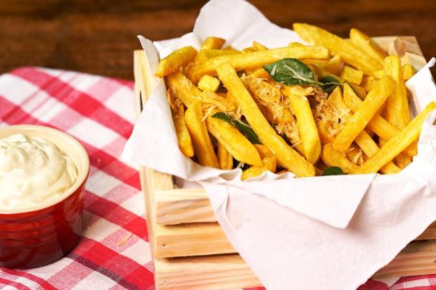 Na cozinha: faça batata com lascas de alho e manjericão Tastemade / Divulgação/Divulgação