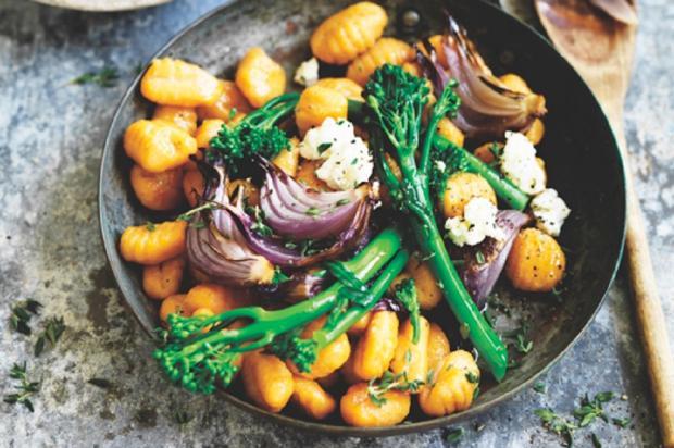 Na cozinha: que tal fazer nhoque de abóbora com brócolis e cebola? Quase vegetariano / Divulgação/Divulgação