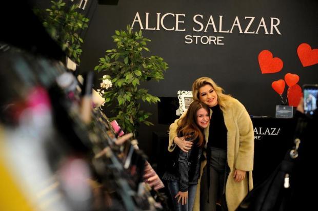 Alice Salazar recebe fãs em Caxias Lucas Amorelli/Agencia RBS