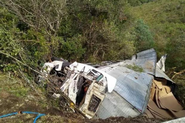 """""""Procurávamos uma agulha no palheiro"""", relata mulher de caxiense que ficou mais de 30 horas preso em ferragens de caminhão Corpo de Bombeiros de Vacaria/Divulgação"""