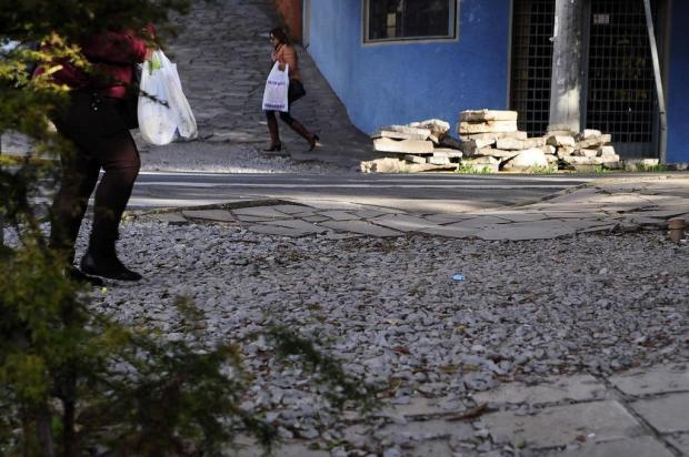Calçadas se vão na Vinte com a Montaury, em Caxias Marcelo Casagrande/Agencia RBS
