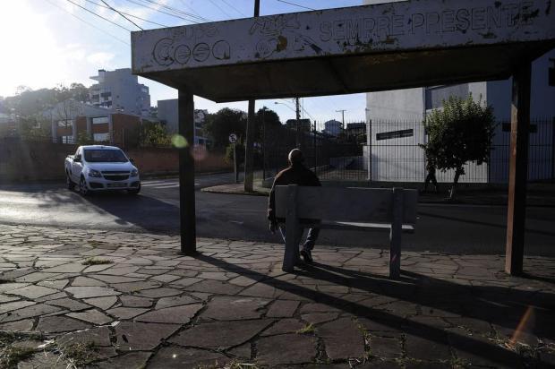 Associação de moradores do Colina Sorriso instala mais bancos em paradas de ônibus Marcelo Casagrande/Agencia RBS