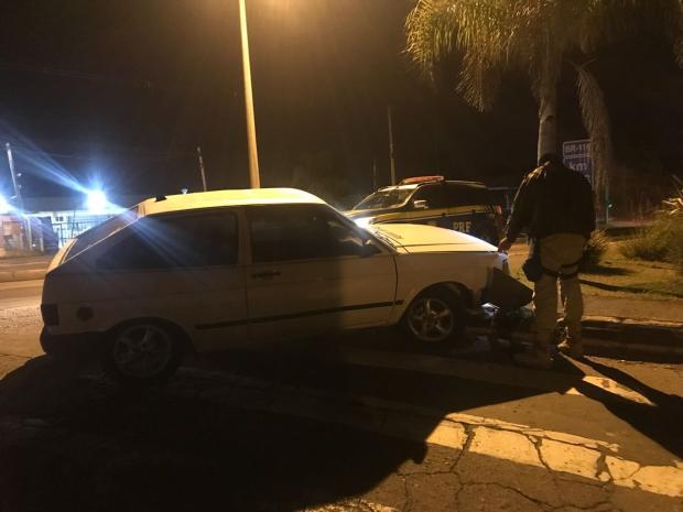 Após acidente, homens são presos com carro roubado na BR-116, em Caxias Polícia Rodoviária Federal (PRF) / Divulgação/Divulgação