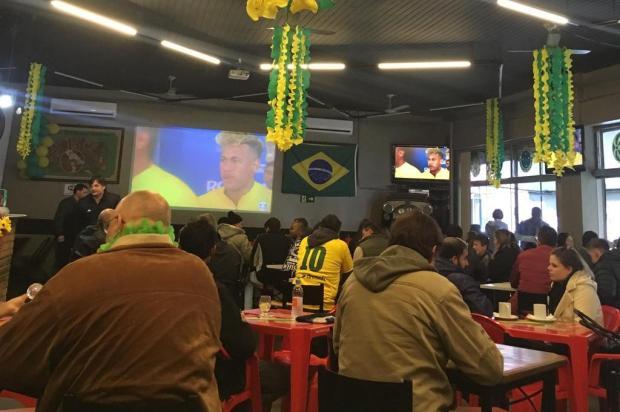 Torcida lota bar em Caxias do Sul para acompanhar a estreia da Seleção Babiana Mugnol/Agência RBS