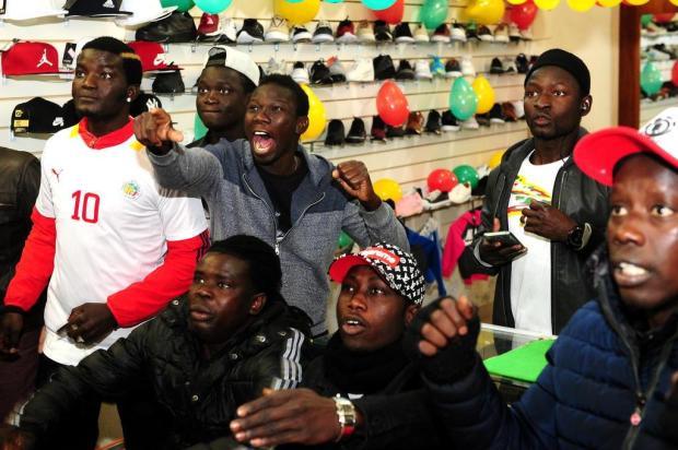 Senegaleses fazem a festa no Centro de Caxias do Sul com vitória na estreia Diogo Sallaberry/Agencia RBS