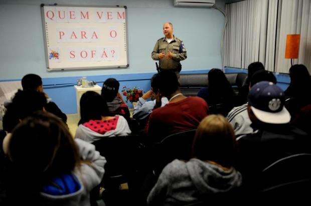 Projeto que leva representantes de órgãos de segurança a escolas tem início em Caxias Lucas Amorelli/Agencia RBS