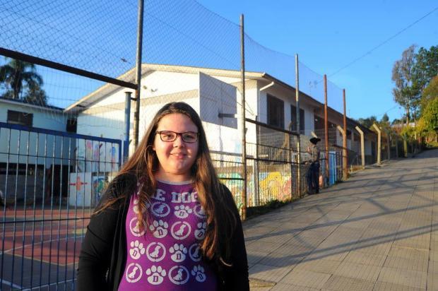 Jovem doa primeiro salário para escola onde estudou em Caxias do Sul Felipe Nyland/Agencia RBS