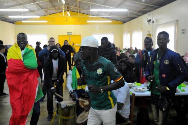 Cerca de 140 pessoas participam de almoço de confraternização em Caxias para assistir jogo de Senegal Felipe Nyland/Agencia RBS