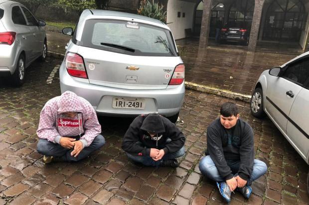 Suspeitos são presos após tentativa de furto em carro de PM em Veranópolis Brigada Militar/Divulgação