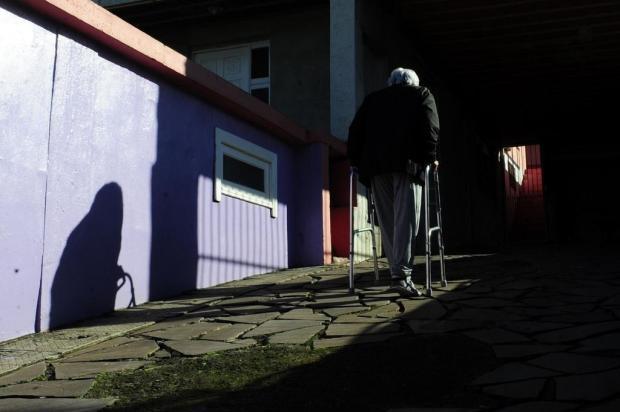 Moradora do bairro De Lazzer, em Caxias, espera há cinco meses por consulta com ortopedista Marcelo Casagrande/Agencia RBS