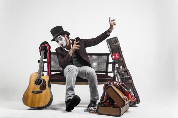 Em apresentação solo, Fernando Anitelli traz O Teatro Mágico de volta a Caxias Filipe Nevares/Divulgação