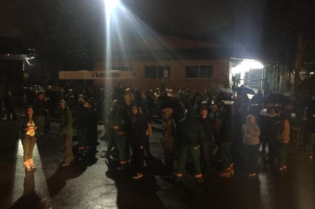 Funcionários demitidos da Codeca protestam em Caxias do Sul Cristiano Lemos/Agencia RBS