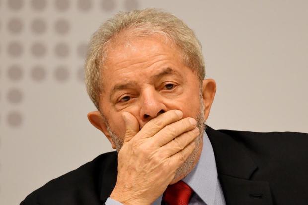 Desembargador dá prazo de uma hora para soltar Lula EVARISTO SA/AFP