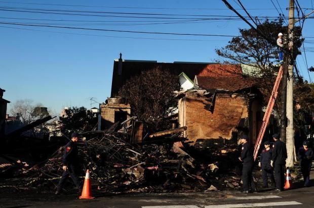 Corpo carbonizado em incêndio de casarão continua sem identificação em Caxias Diogo Sallaberry/Agencia RBS