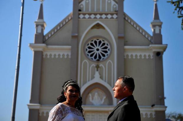 Mutirão solidário realiza festa de casamento para casal de recicladores em Caxias do Sul Lucas Amorelli/Agencia RBS
