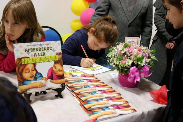 3por4: Estudante de apenas sete anos lança livro em Caxias Maria Eduarda de Oliveira/Divulgação