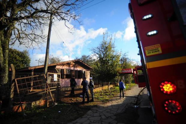 Bombeiros controlam incêndio em residência no bairro Santa Lúcia, em Caxias Felipe Nyland/Agencia RBS