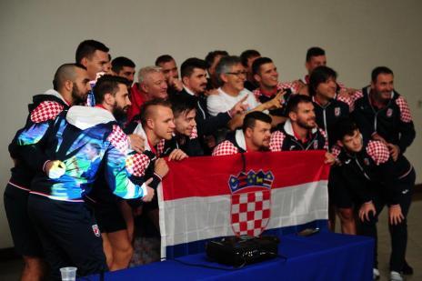 Torcida croata em Caxias mostra orgulho pela campanha do país na Copa do Mundo (Diogo Sallaberry/Agencia RBS)