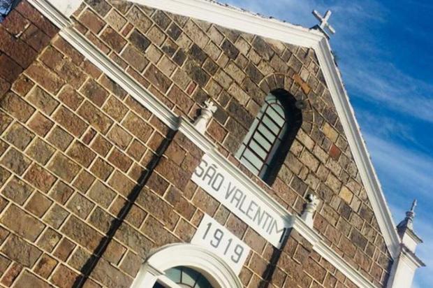 Comunidade de Farroupilha se mobiliza para restauro de igreja construída em pedra basalto Leila Schaedler/Divulgação