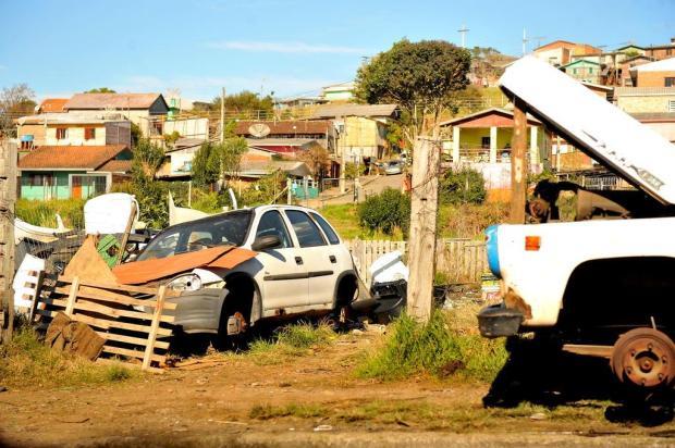Sem regulamentação, veículos abandonados seguem nas ruas de Caxias Lucas Amorelli/Agencia RBS