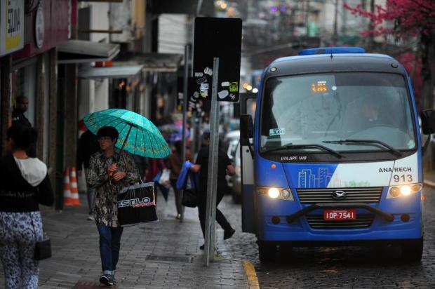 Propostas em discussão envolvem diferentes regras para tarifa e frota dos táxis-lotação em Caxias Felipe Nyland/Agencia RBS