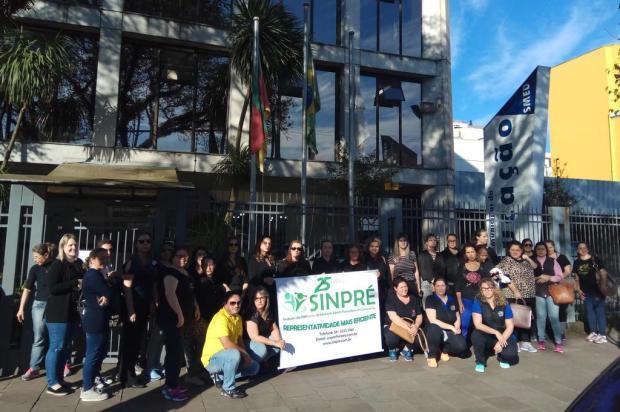 Representantes de escolinhas particulares protestam em frente à Secretaria da Educação de Caxias Lucas Demeda/Agência RBS