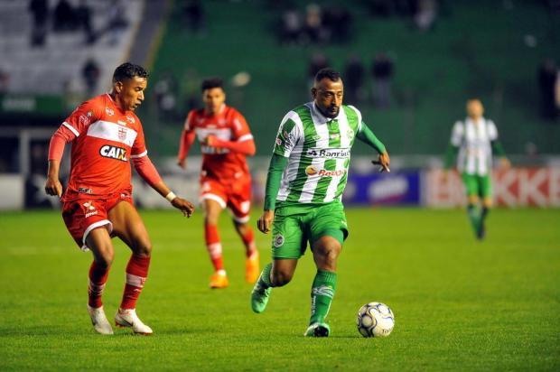 Intervalo: Vitória sobre o CRB trouxe alívio e mostrou pontos importantes para o time alviverde Lucas Amorelli/Agencia RBS