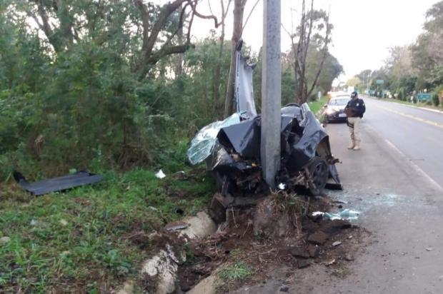 Homem fica ferido após colidir veículo contra poste em Nova Prata PRF/Divulgação