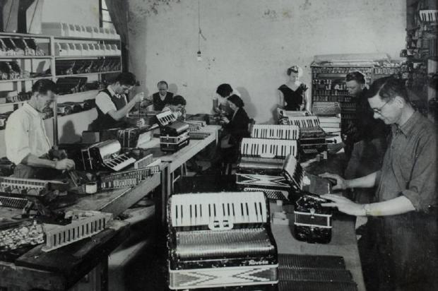 Memória: fábrica de Acordeons Tupy em 1961  Studio Geremia / Acervo pessoal de Renan Michelon / Divulgação/Divulgação