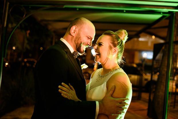 Natalia D'Arrigo e Adrinei Piaia se casaram entre os jardins e os salões do Quinta Estação Zéto Telöken / Divulgação/Divulgação