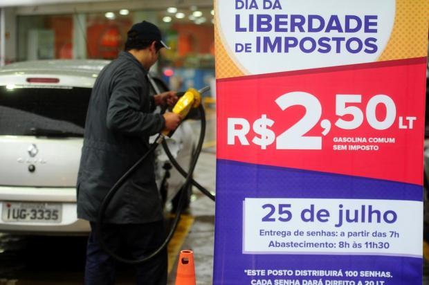 Gasolina a R$ 2,50 forma filas de meio quarteirão em dois postos de Caxias Diogo Sallaberry/Agencia RBS