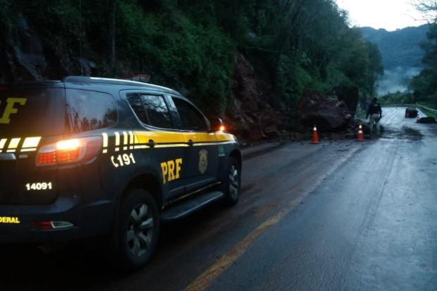 BR-116, na Serra, tem segunda queda de barreira no mesmo ponto em menos de 24h PRF/Divulgação