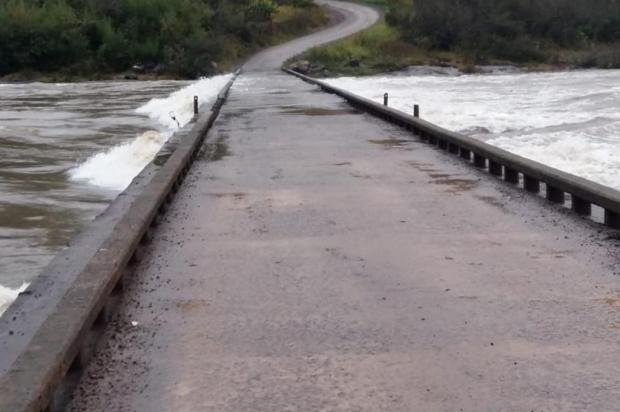Rio das Antas sobe e interdita ponte entre Cotiporã e Bento Gonçalves Valdir Falcade/Prefeitura de Cotiporã