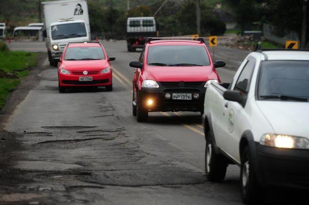 Buracos na BR-116, em Caxias, geram risco aos motoristas Diogo Sallaberry/Agencia RBS