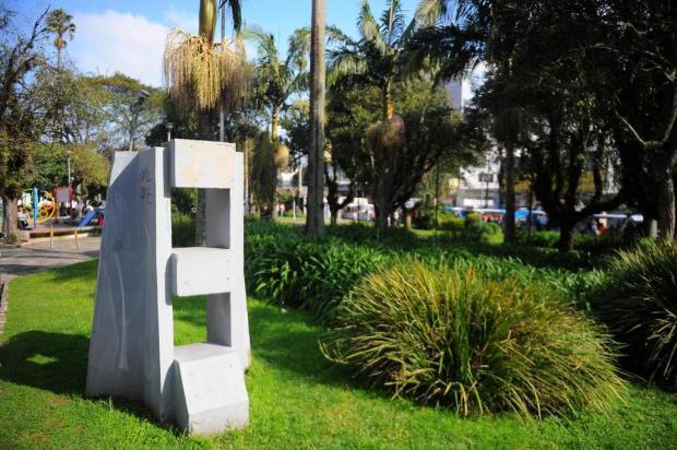 Monumento de 50 quilos é levado de praça de Caxias do Sul Felipe Nyland/Agencia RBS