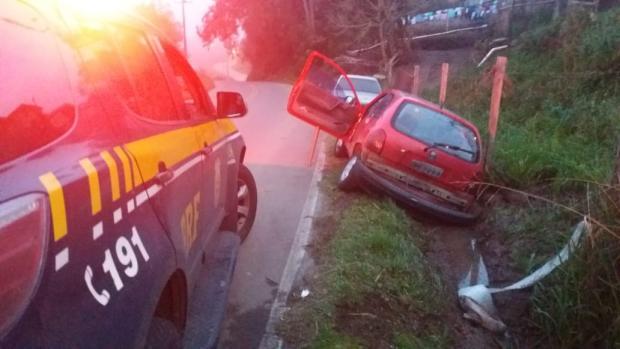 PRF persegue suspeito de furtar carro pela BR-116 em Caxias do Sul Divulgação / PRF/PRF