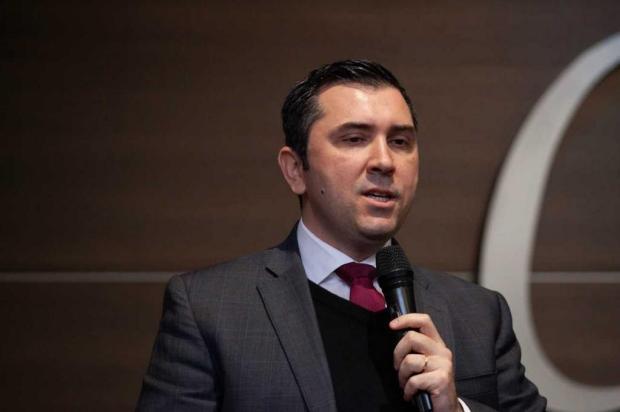 """""""Saímos do fundo do poço, mas não do poço"""", diz economista da Farsul, em Caxias Antonio Valiente/divulgação"""