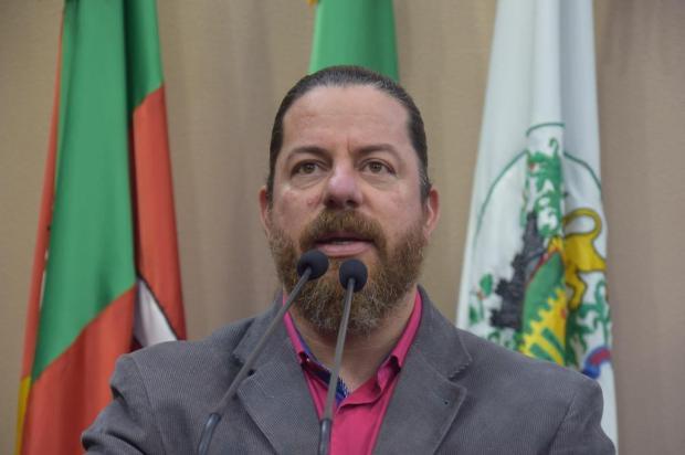 Aliança eleitoral provoca situação constrangedora Juli Hoff/Divulgação