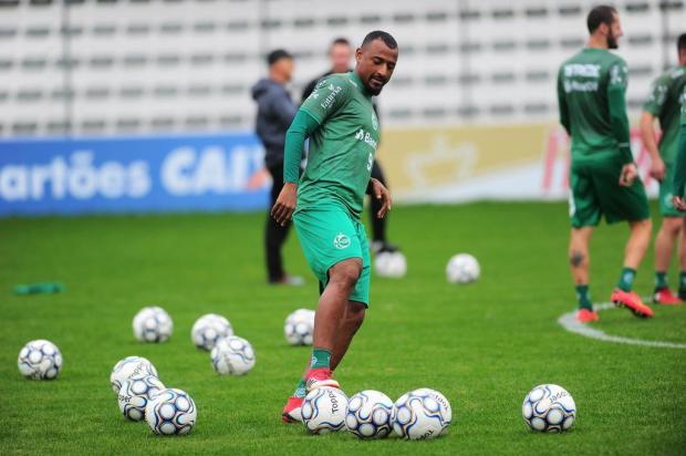 Centroavante Elias fica de fora de treinamento e é a principal dúvida do Juventude para encarar o CSA Porthus Junior/Agencia RBS