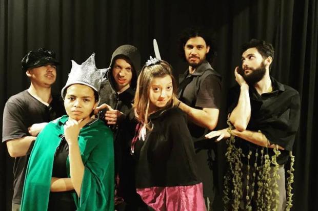 """Agenda: alunos de curso de extensão da UCS apresentam a peça """"Ubu Rei"""" nesta sexta e sábado, em Caxias Fabiana Kaodoinski/Divulgação"""