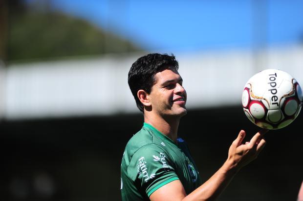 Ex-volante Fahel assume como auxiliar técnico do Juventude Porthus Junior / Agência RBS/Agência RBS