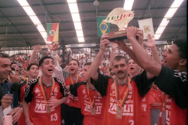 Inativo por falta de recursos, futsal de Caxias viveu fase de glórias nos anos 90 Porthus Junior/Agencia RBS