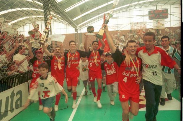 Ex-diretor se diz orgulhoso por história vitoriosa do futsal da Enxuta Roni Rigon/Agencia RBS