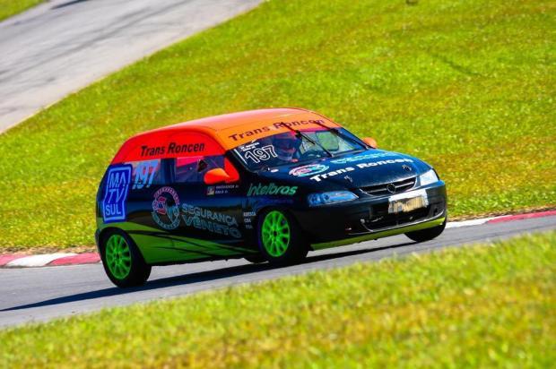 Dupla caxiense busca manter a liderança do Campeonato Gaúcho de Super Turismo Cesar Luz/Divulgação